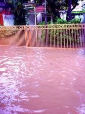 banjir di depan rumah salah satu teman saya
